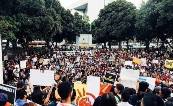 Multitud en protesta DACA